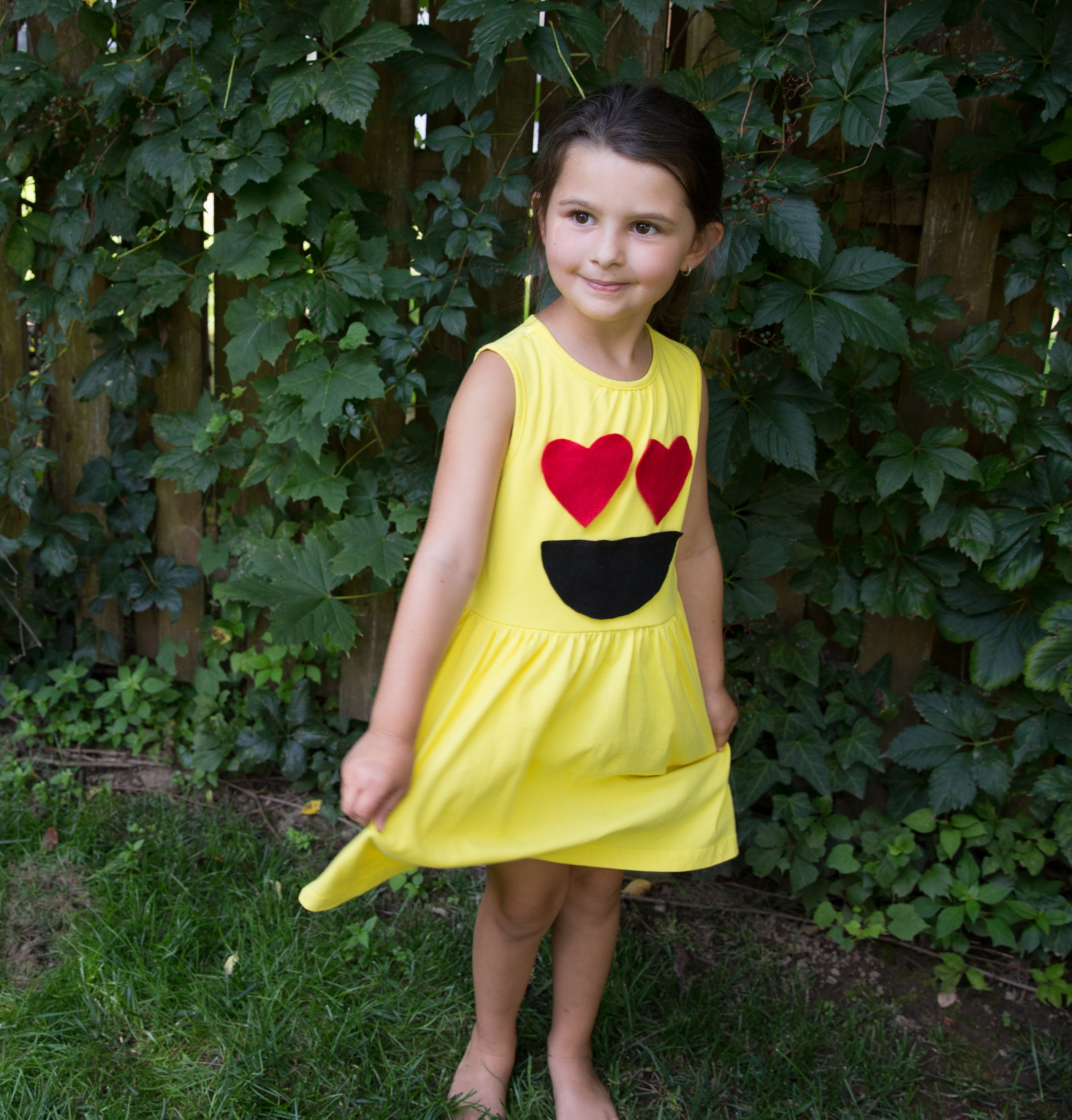 No-Sew DIY heart eyes emoji characters Costume | Primary.com  sc 1 st  Primary : lilo costume pattern  - Germanpascual.Com